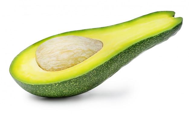 Avocado in de helft geïsoleerd op een witte achtergrond wordt gesneden die