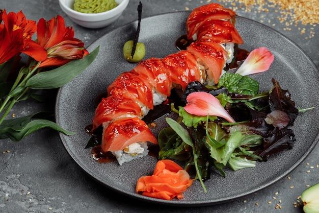 Avocado met zalm en sushikaas