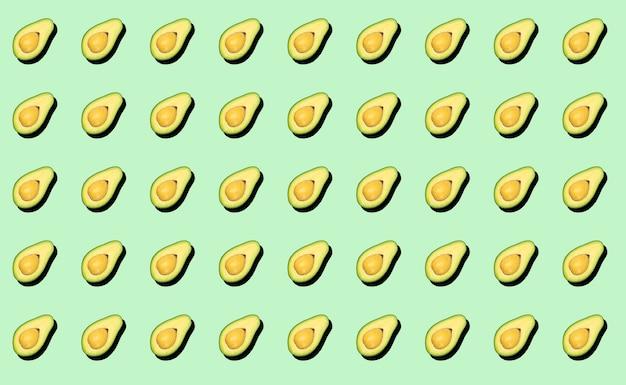 Avocado minimaal achtergrondpatroon. avocado op groene achtergrond, patroonconcept.
