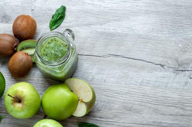 Avocado's komkommers kool appels bonen kiwi uien broccoli