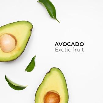 Avocado set geïsoleerd op een witte ondergrond