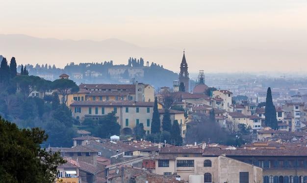 Avond florence city bovenaanzicht italië, toscane op de rivier de arno.