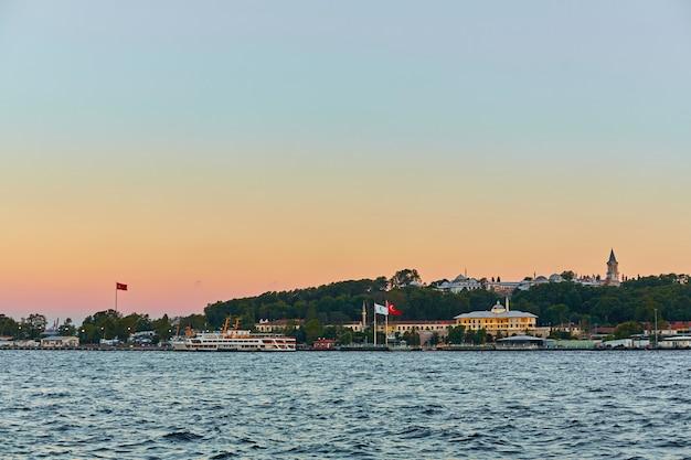 Avondboottocht langs de bosporus