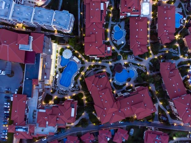 Avondfotografie vanuit de lucht, drone-weergave