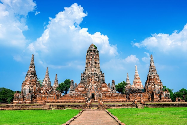Ayutthaya historical park, wat chaiwatthanaram boeddhistische tempel in thailand.