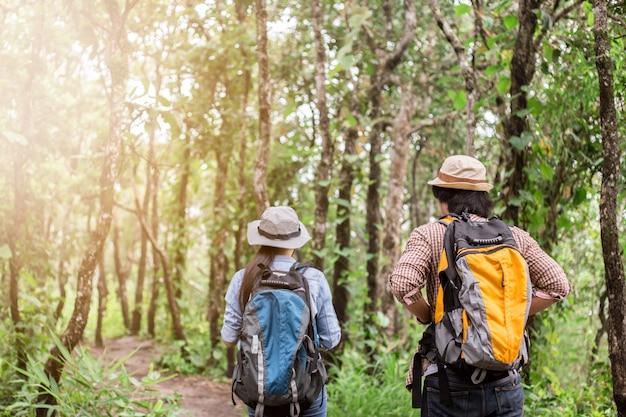 Aziatisch avontuur, reizen, toerisme, wandeling en mensenconcept