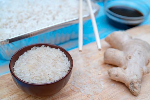 Aziatisch eten witte rijst.