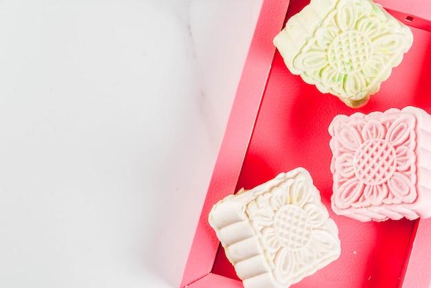 Aziatisch, japans eten, traditioneel zoet veelkleurig dessert geen bak sneeuwhuid mooncakes