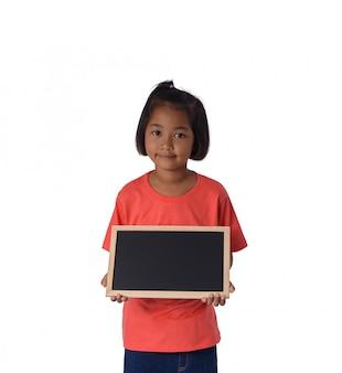 Aziatisch landmeisje met leeg zwart bord
