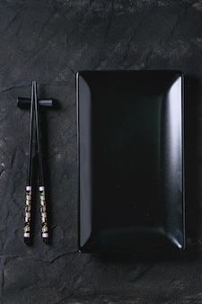 Aziatisch servies over zwart