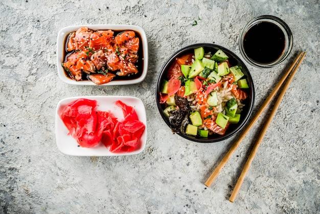 Aziatisch trendy eten, sushi poke bowl