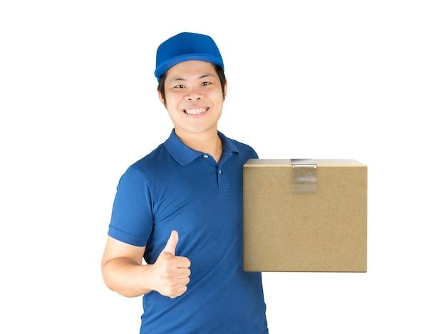 Aziatische bezorger met kartonnen doos met duim omhoog
