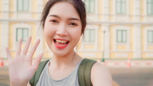 Aziatische blogger vrouwenreis in bangkok, thailand