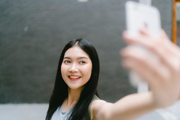 Aziatische blogger vrouwenreis in peking, china