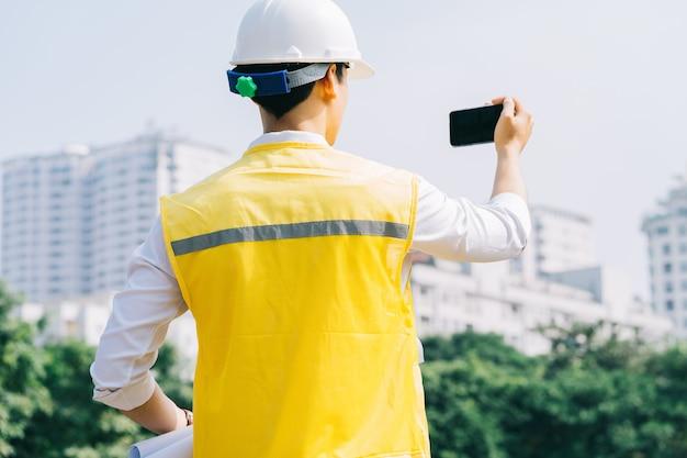 Aziatische bouwingenieurs doen ter plaatse experimentele tests