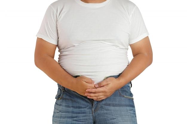 Aziatische dikke man die zijn hand op zijn buik houdt omdat de broek zal uitvallen door het ontbreken van knopen.