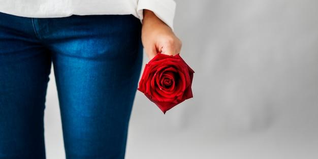 Aziatische girl flower-versheidontspanning rose concept