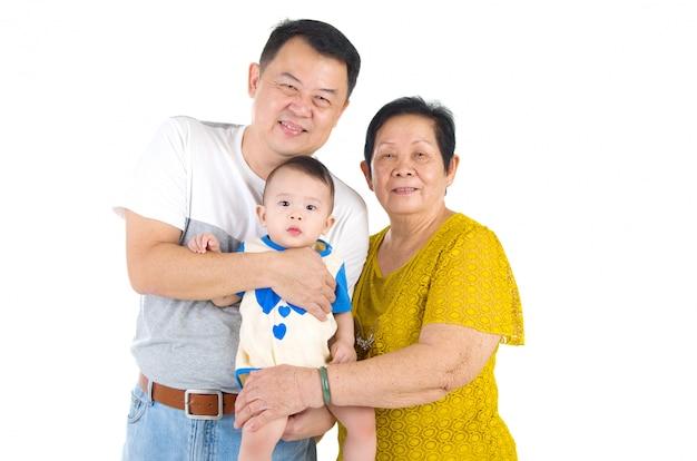Aziatische hogere vrouw met haar zoon en kleinkind