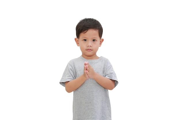Aziatische jongen betaal respect gebaar op wit
