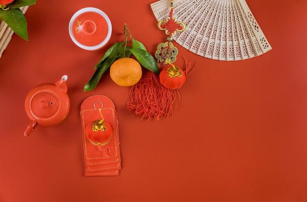 Aziatische maan chinees nieuwjaar vieringen met rode envelop ang pau aziatische ceremonie theeservies