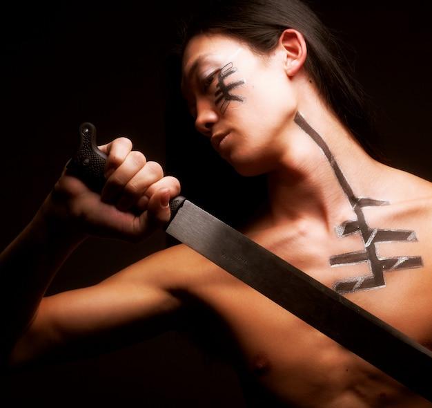 Aziatische man met katana