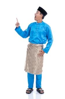 Aziatische man moslim melayu man omhoog naar copyspace