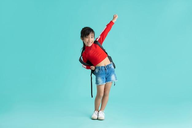 Aziatische meisjes die een gelukkige uitdrukking doen