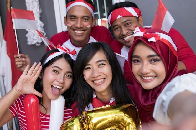 Aziatische mensen selfie te nemen op onafhankelijkheidsdag