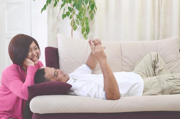 Aziatische middelbare leeftijd paar