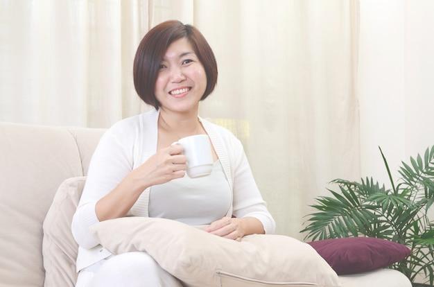 Aziatische middelbare leeftijd vrouw