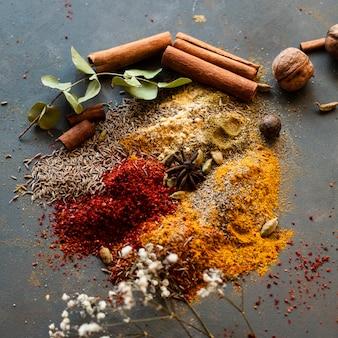 Aziatische mix condiemts met noten en dalchini