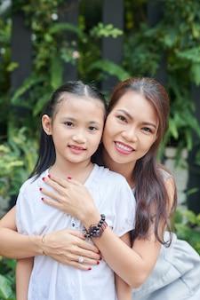 Aziatische moeder met dochtertje