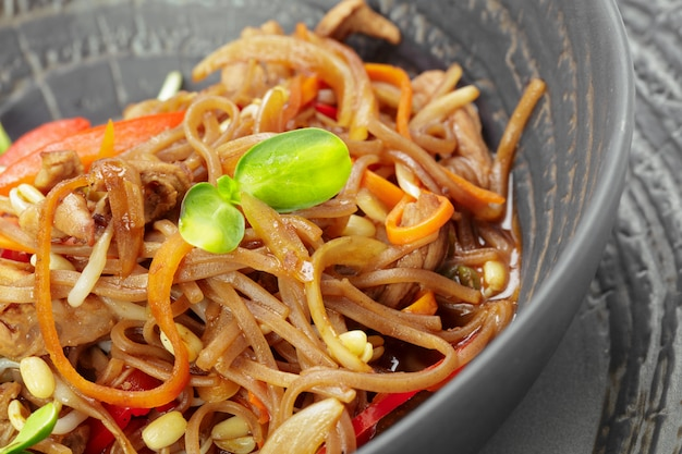 Aziatische noedels met vlees