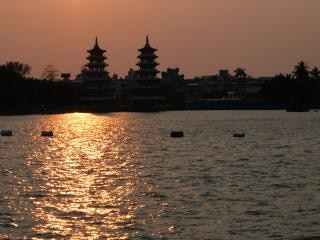 Aziatische stad in de schemering