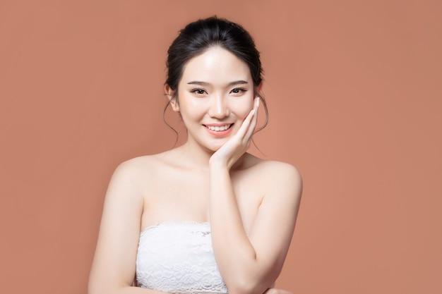 Aziatische vrouw met mooie huid