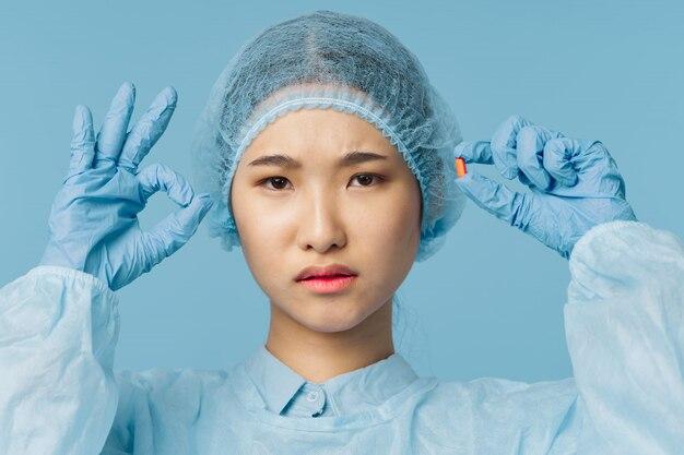 Aziatische vrouwelijke arts griep en virus in china, coronavirus 2019-ncov