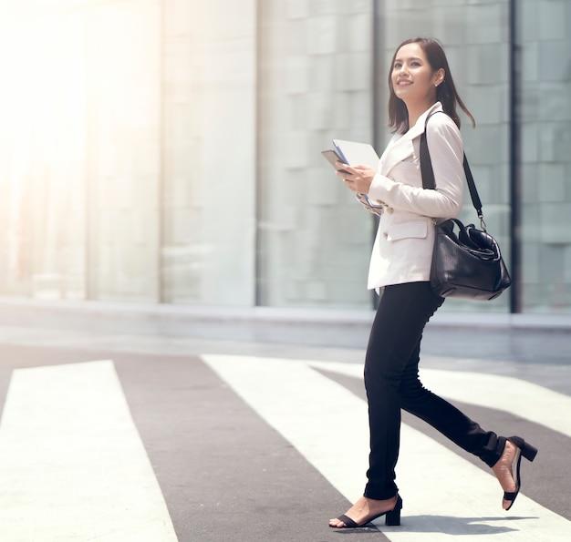 Aziatische vrouwen zijn mooie zakenvrouw