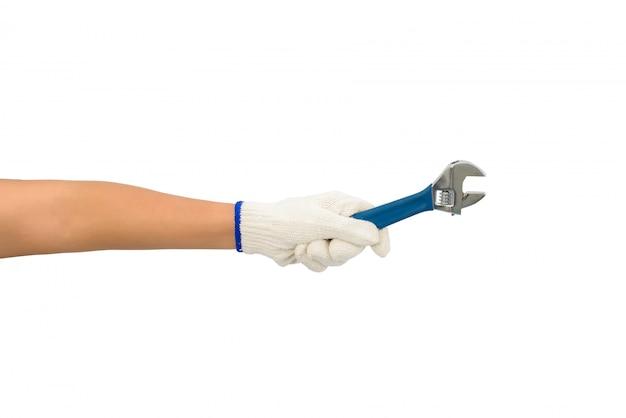 Aziatische vrouwenarbeider met beschermende die handschoenen holdingsmoersleutel op wit wordt geïsoleerd