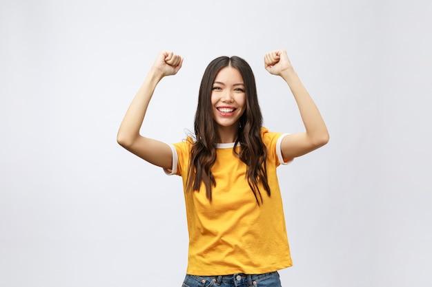 Aziatische vrouwengeluk overhandigen met winnen of succes iets