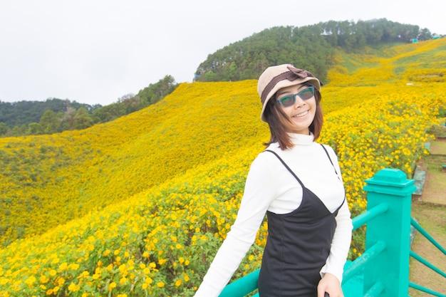 Aziatische vrouwenreiziger in vakantie.