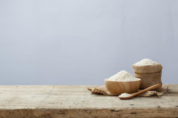 Aziatische witte rijst of ongekookte witte rijst