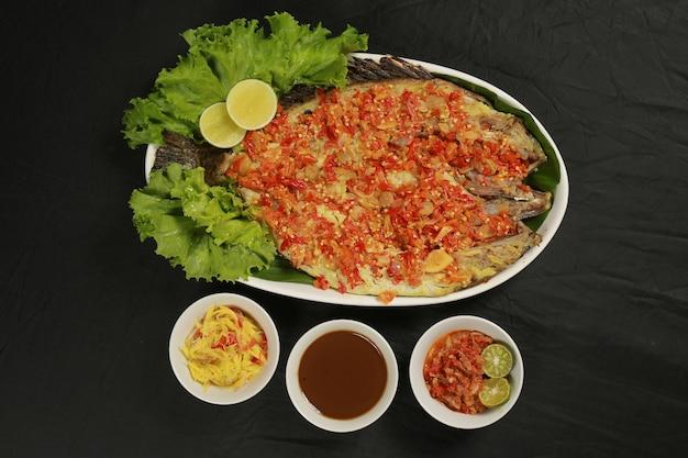 Aziatische zeevruchten gegrilde vis heerlijk