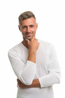 Baard groei. gelukkige kerel raakt baardhaar geïsoleerd op wit. ongeschoren man met stoppelbaard en snor. kapperszaak. baard verzorgen. kapper. verzorgingsproducten voor mannen.