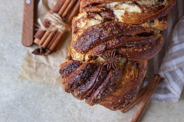Babka- of briochebrood met kaneel en bruine suiker