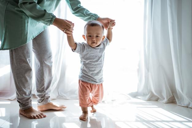 Baby eerste stappen