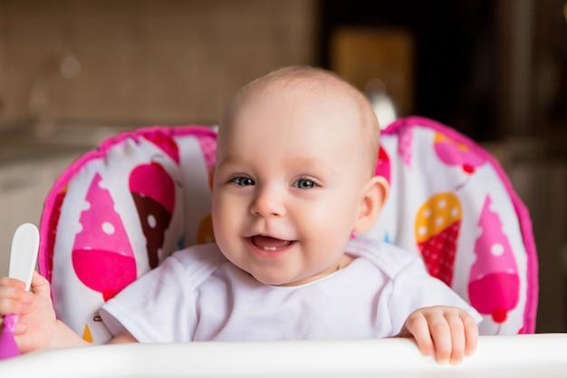 Baby en eet onafhankelijk
