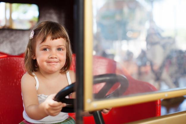 Baby meisje in carrousel