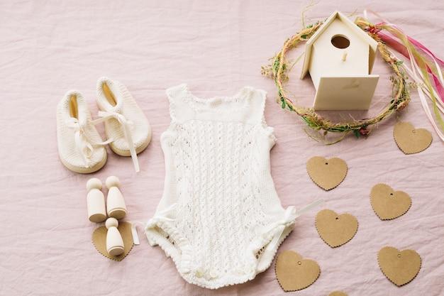 Baby-schoenen en romper