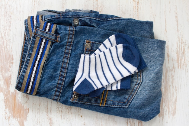 Babyjeans en sokken