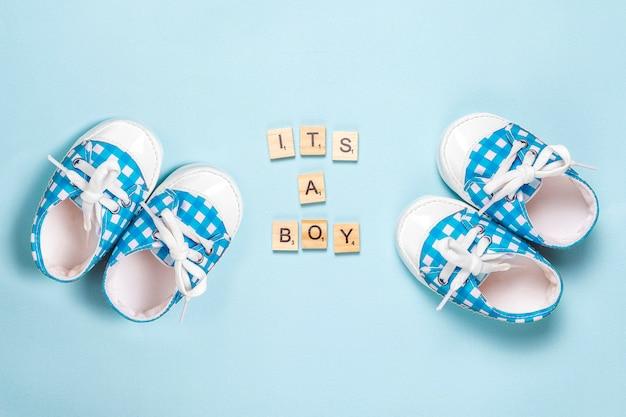 Babyschoentjes met opschrift 'it's a boy'